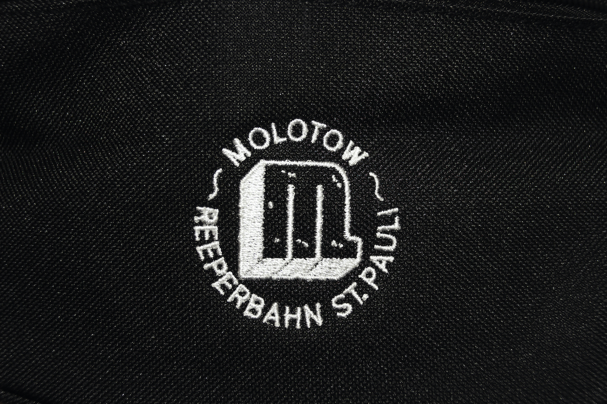 Logo Stick Riñonera Negro